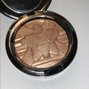 Mac Extra Dimension Skinfinish in Oh, Darling